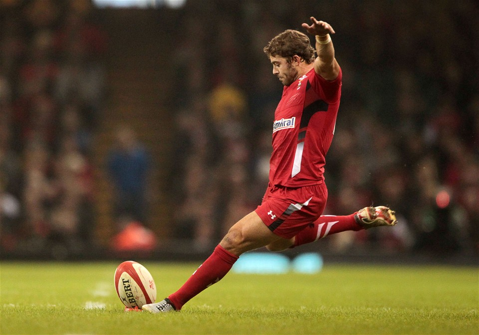 Leigh Halfpenny takes pentaly kick at goal