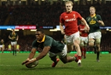 02.12.17 - Wales v South Africa, 2017 Under Armour Autumn Series - Warrick Gelant of South Africa beats Aled Davies of Wales as he dives in to score try