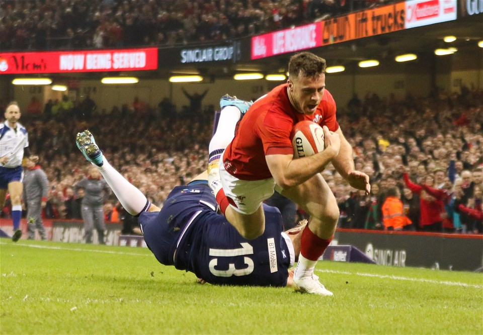 03.02.18 - Wales v Scotland, NatWest 6 Nations - Gareth Davies of Wales beats Chris Harris of Scotland  as he dives in to score try