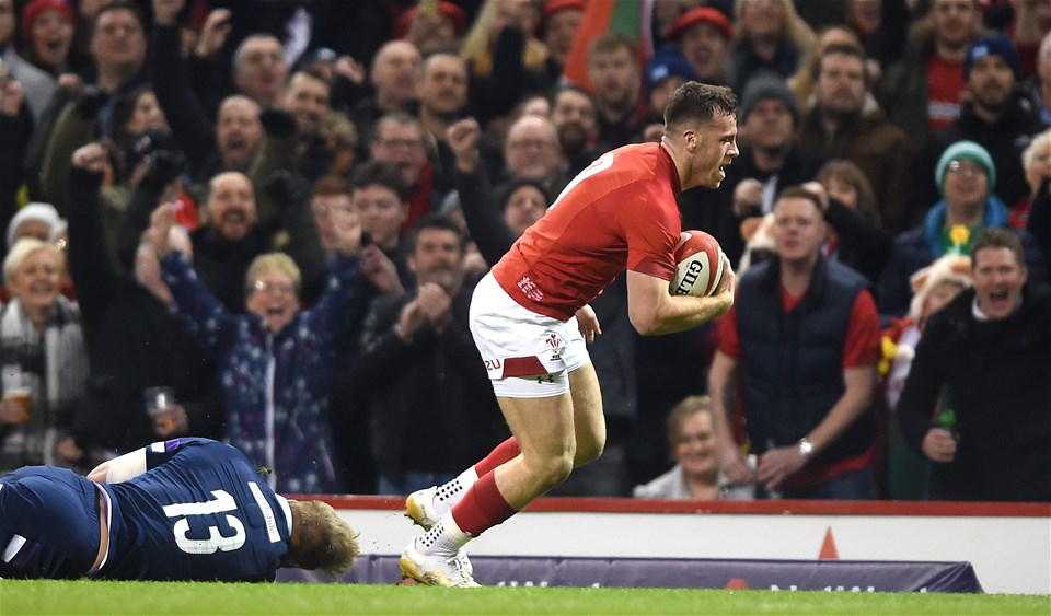 03.02.18 - Wales v Scotland - NatWest 6 Nations 2018 -Gareth Davies of Wales beats Chris Harris of Scotland to score try.