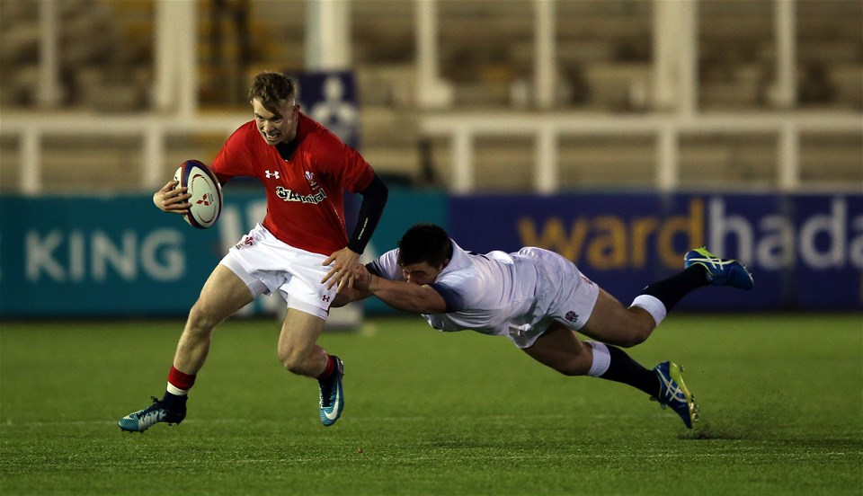 09.02.18 - England U20 v Wales U20 - NatWest 6 Nations - Carwyn Penny of Wales avoids the tackle of Henry Walker of England.