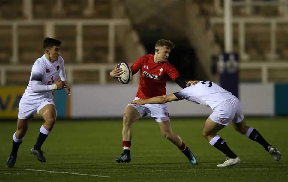 09.02.18 - England U20 v Wales U20 - NatWest 6 Nations - Carwyn Penny of Wales and Ben White of England.