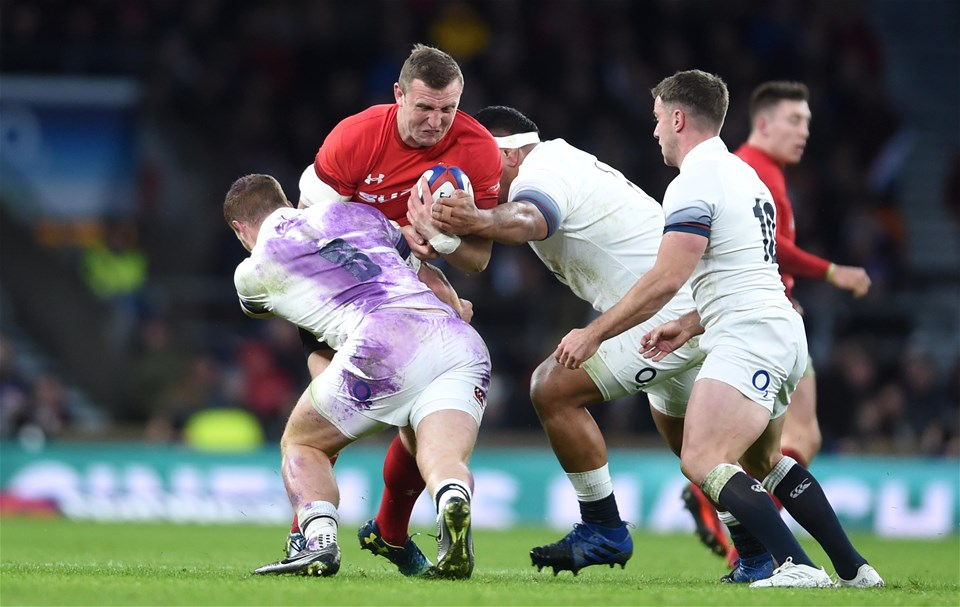 10.02.18 - England v Wales - NatWest 6 Nations -Hadleigh Parkes of Wales takes on Sam Simmonds of England.