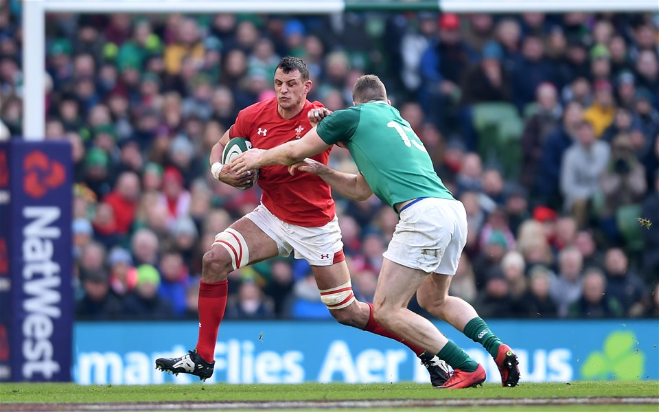 24.02.18 - Ireland v Wales - NatWest 6 Nations 2018 -Aaron Shingler of Wales takes on Chris Farrell of Ireland.