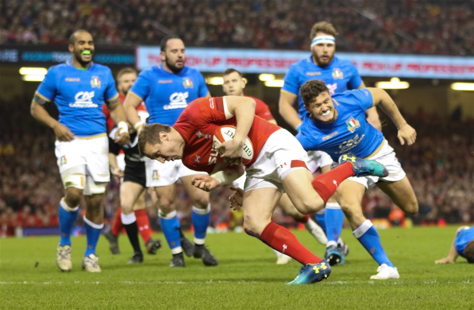 11.03.18 - Wales v Italy, NatWest 6 Nations 2018 - Hadleigh Parkes of Wales breaks through the Italian defence to score try