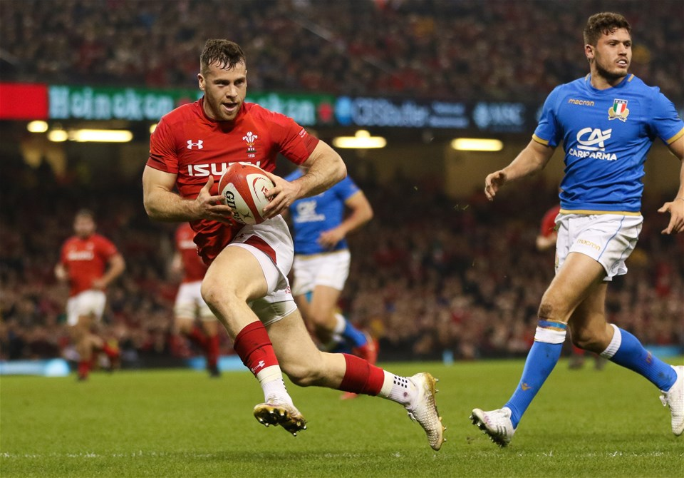 11.03.18 - Wales v Italy, NatWest 6 Nations 2018 - Gareth Davies of Wales takes the ball to cross the line but the try is ruled out by the TMO