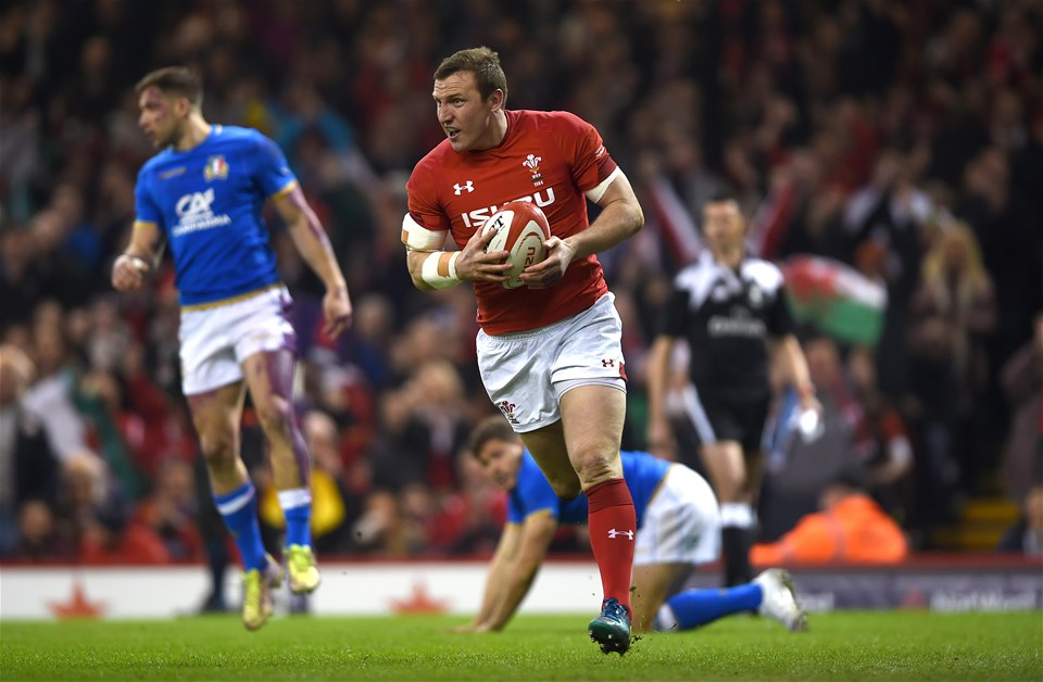 11.03.18 - Wales v Italy - NatWest 6 Nations 2018 -Hadleigh Parkes of Wales scores try.