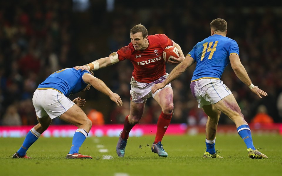 11.03.18 - Wales v Italy, NatWest 6 Nations 2018 - Hadleigh Parkes of Wales takes on Giulio Bisegni of Italy  and Tommaso Benvenuti of Italy