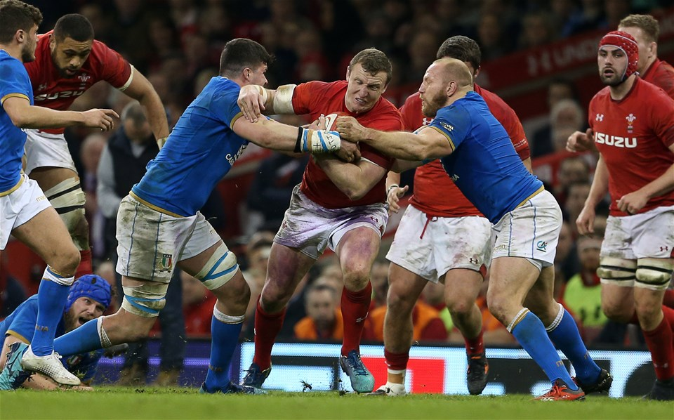 11.03.18 - Wales v Italy - Natwest 6 Nations Championship - Hadleigh Parkes of Wales is tackled by Sebastian Negri and Leonardo Ghiraldini of Italy.