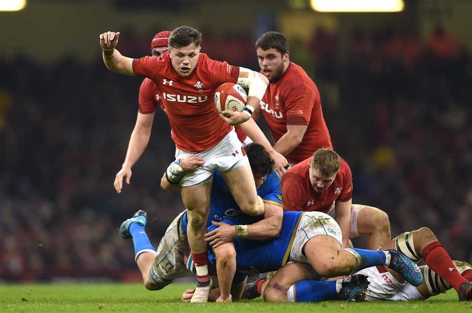 11.03.18 - Wales v Italy - NatWest 6 Nations 2018 -Steff Evans of Wales spots a gap.