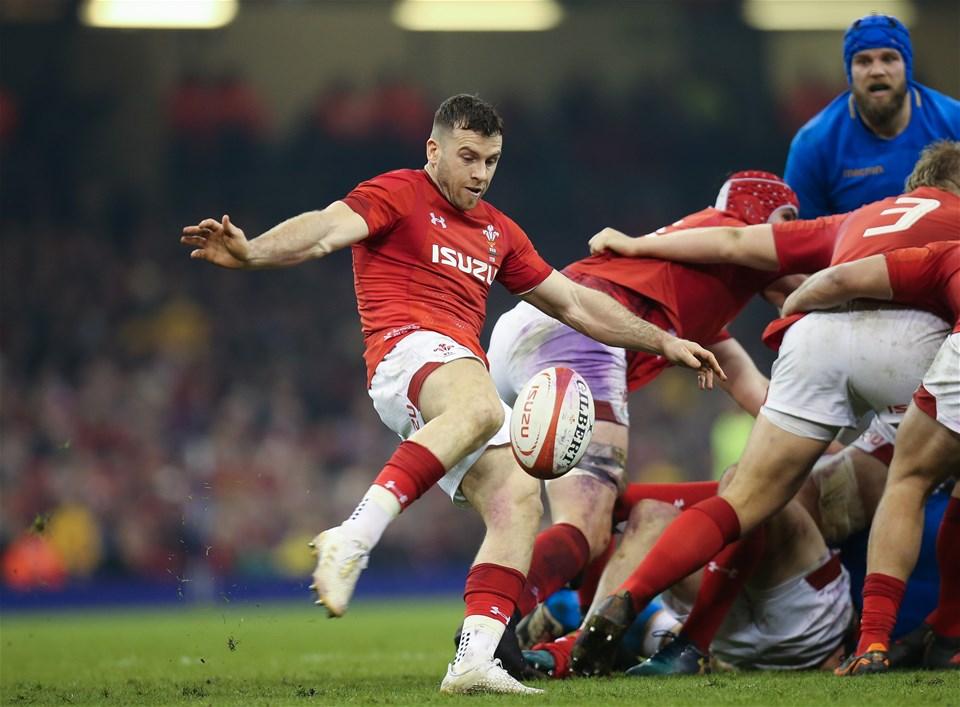 11.03.18 - Wales v Italy, NatWest 6 Nations 2018 - Gareth Davies of Wales kicks the ball up field