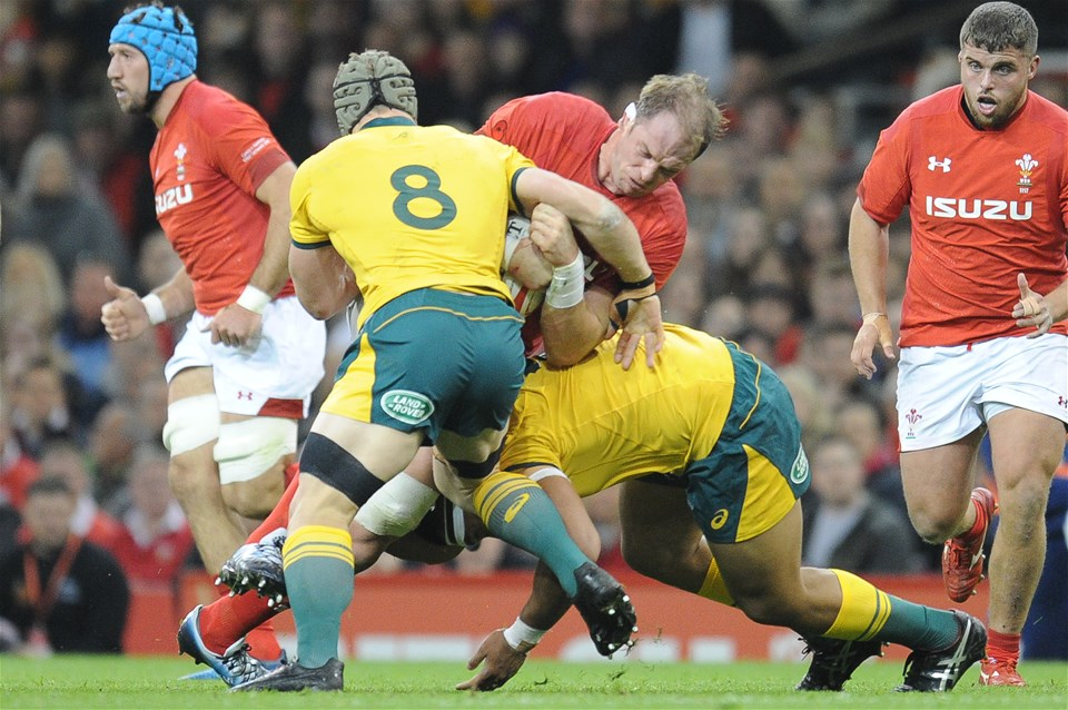 10.11.18 - Wales v Australia - Under Armour Series 2018 - Alun Wyn Jones of Wales is tackled by David Pocock and Allan Alaalatoa of Australia