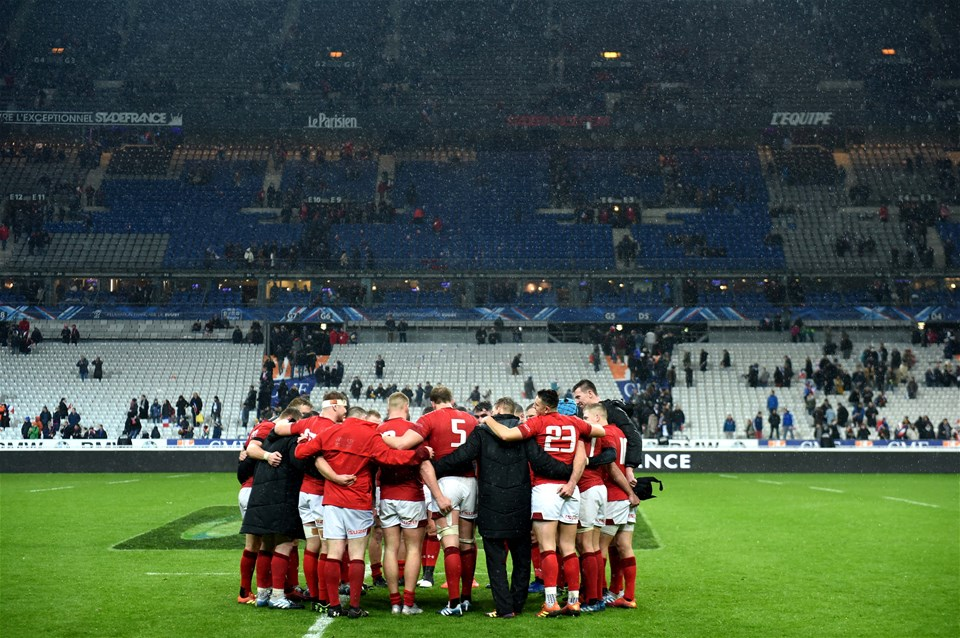 01.02.19 - France v Wales - Guinness 6 Nations 2019 -Wales huddle at the end of the game.