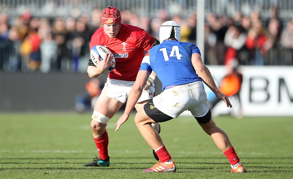 03.02.19 - France U20s v Wales U20s - U20s 6 Nations Championship - Ellis Thomas of Wales is tackled by Vincent Pinto of France.
