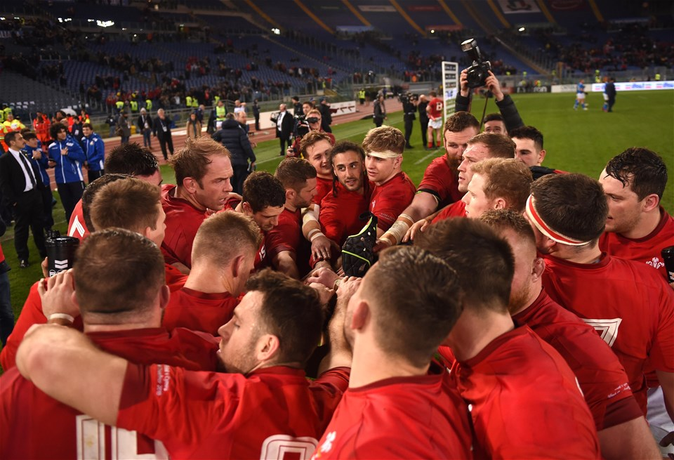 09.02.19 - Italy v Wales - Guinness Six Nations -Wales huddle.
