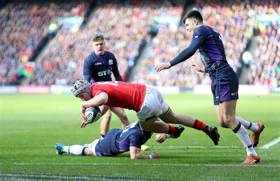 09.03.19 - Scotland v Wales - Guinness 6 Nations - Jonathan Davies of Wales gets past Pete Horne of Scotland to score a try.