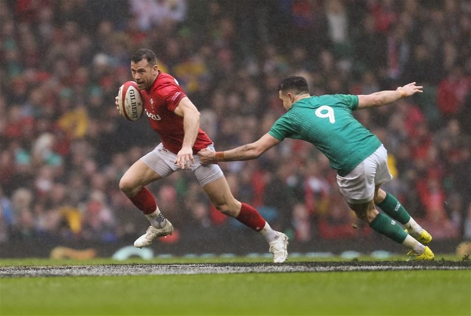 16.03.19 - Wales v Ireland, Guinness Six Nations Championship 2019 - Gareth Davies of Wales breaks past Conor Murray of Ireland