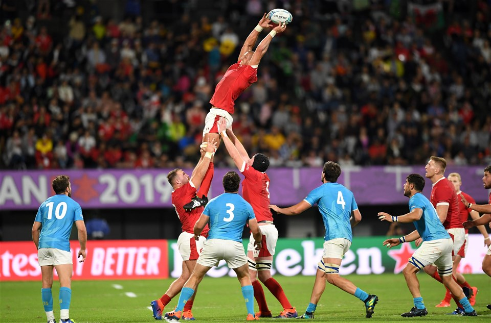 13.10.19 - Wales v Uruguay - Rugby World Cup - Pool D - Aaron Shingler of Wales wins the line out.