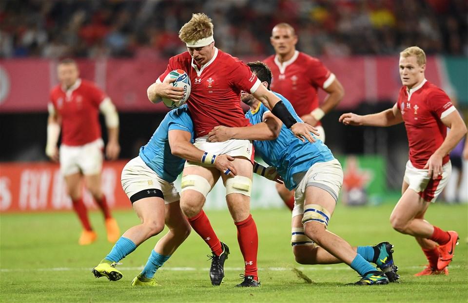 13.10.19 - Wales v Uruguay - Rugby World Cup - Pool D - Aaron Wainwright of Wales is tackled by Juan Manuel Gaminara and Ignacio Dotti of Uruguay.