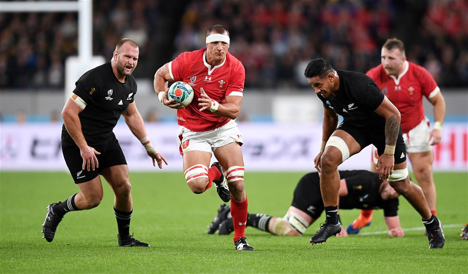 01.11.19 - New Zealand v Wales - Rugby World Cup Bronze Final - Aaron Shingler of Wales makes a break.