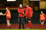 29.11.19 - Wales Rugby Training -Wayne Pivac and Justin Tipuric during training.
