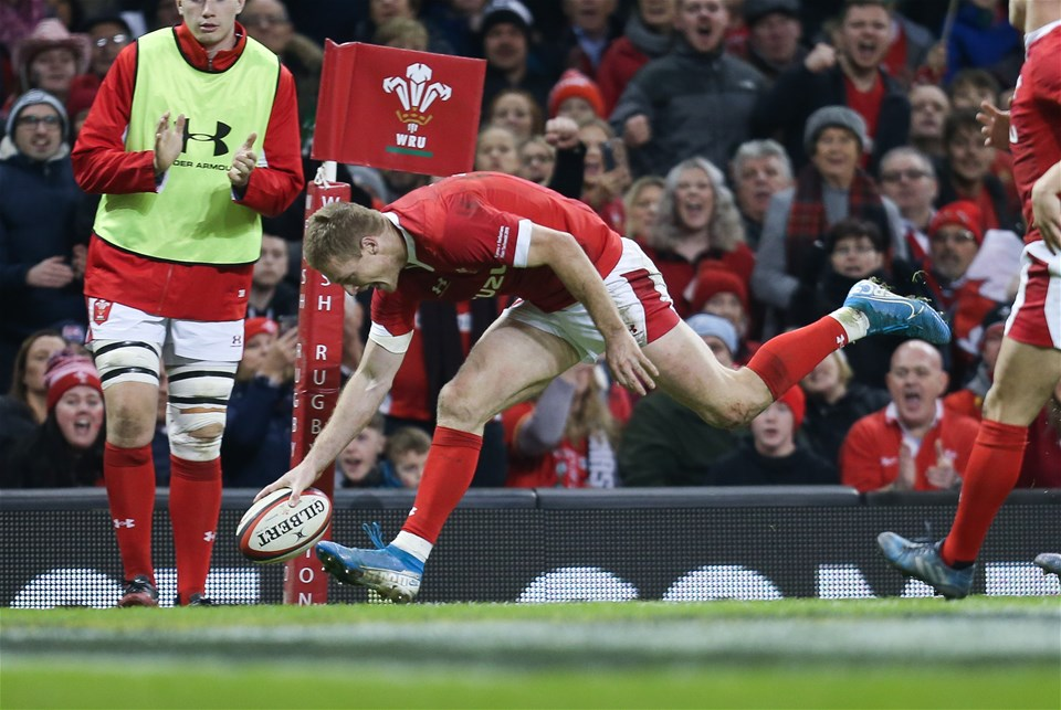 30.11.19 - Wales v Barbarians, Principality Stadium - Johnny McNicholl of Wales races in to score try