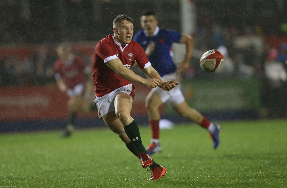 21.02.20 - Wales U20 v France U20, U20 Six Nations Championship - Sam Costelow of Wales passes to set up try for Ellis Bevan of Wales